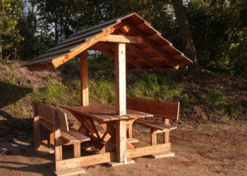 Gartenbank mit Dach